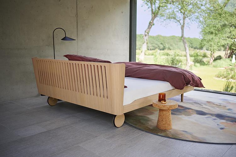 noa bed with headbord