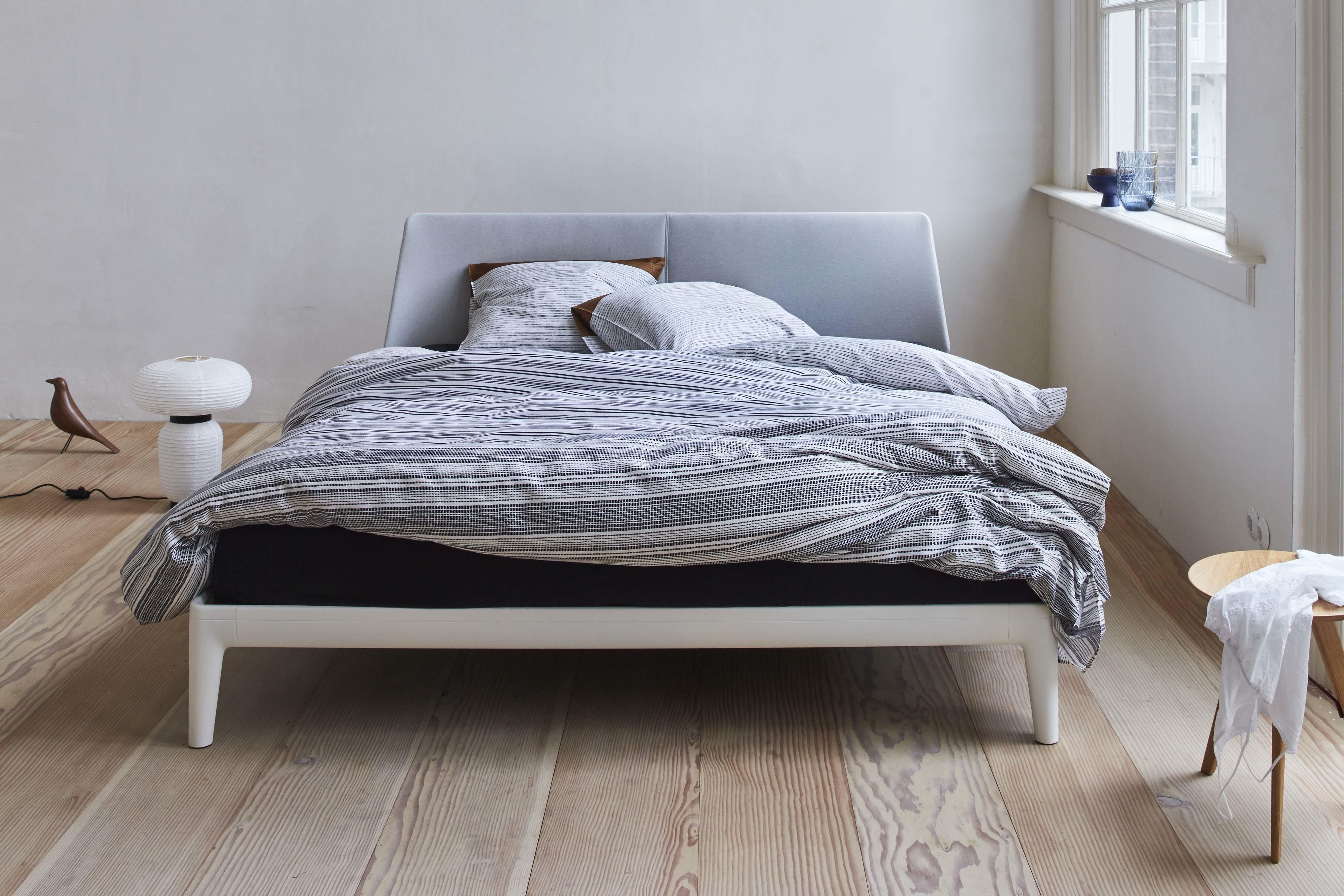 bed essential met bedframe