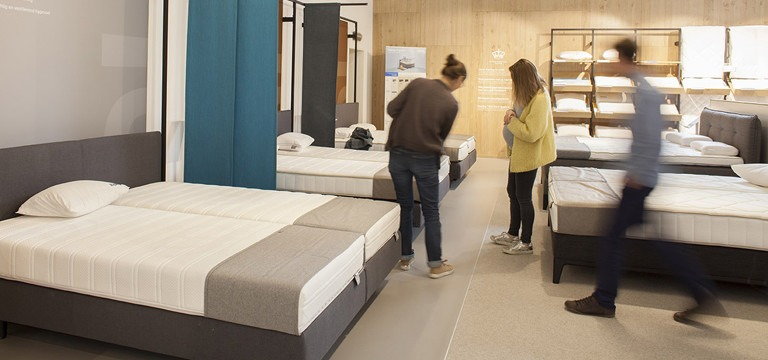 Proefliggen testzone matrassen Auping Plaza Kortrijk