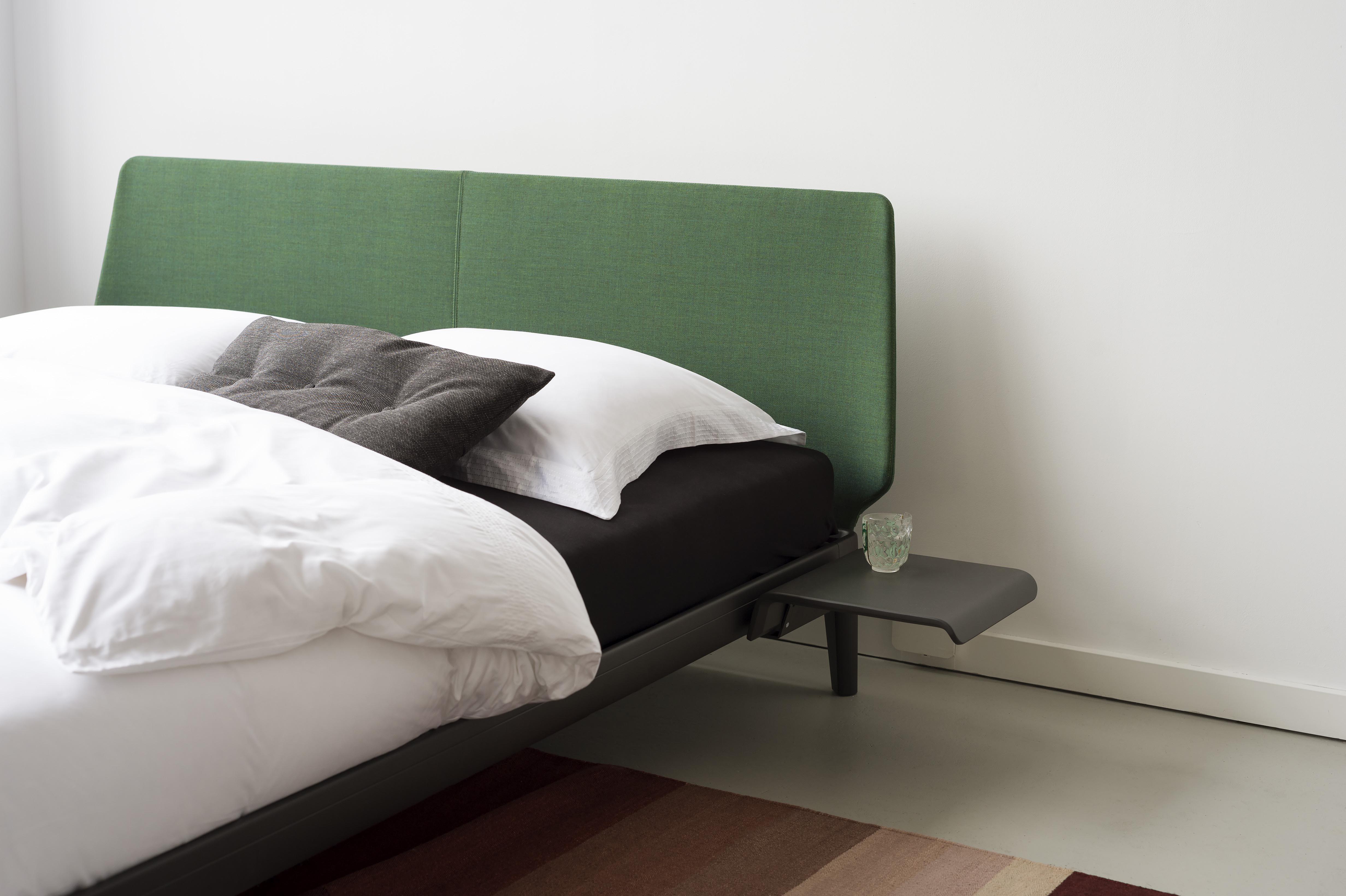 het bedframe van het bed Essential