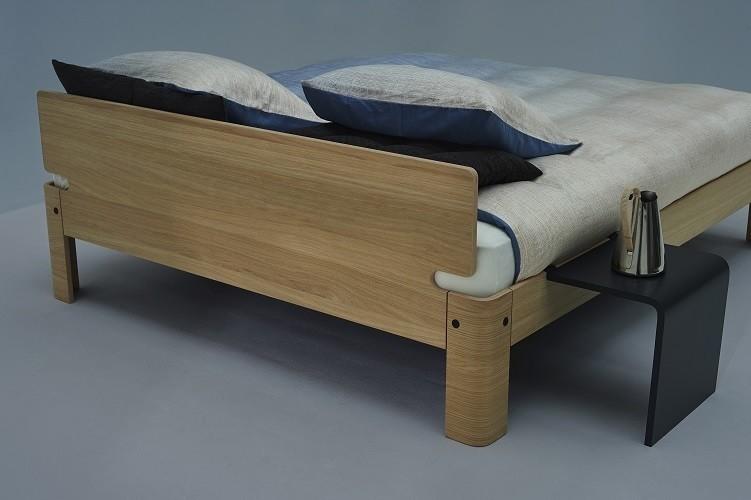 Auronde bed van Auping in natural oak