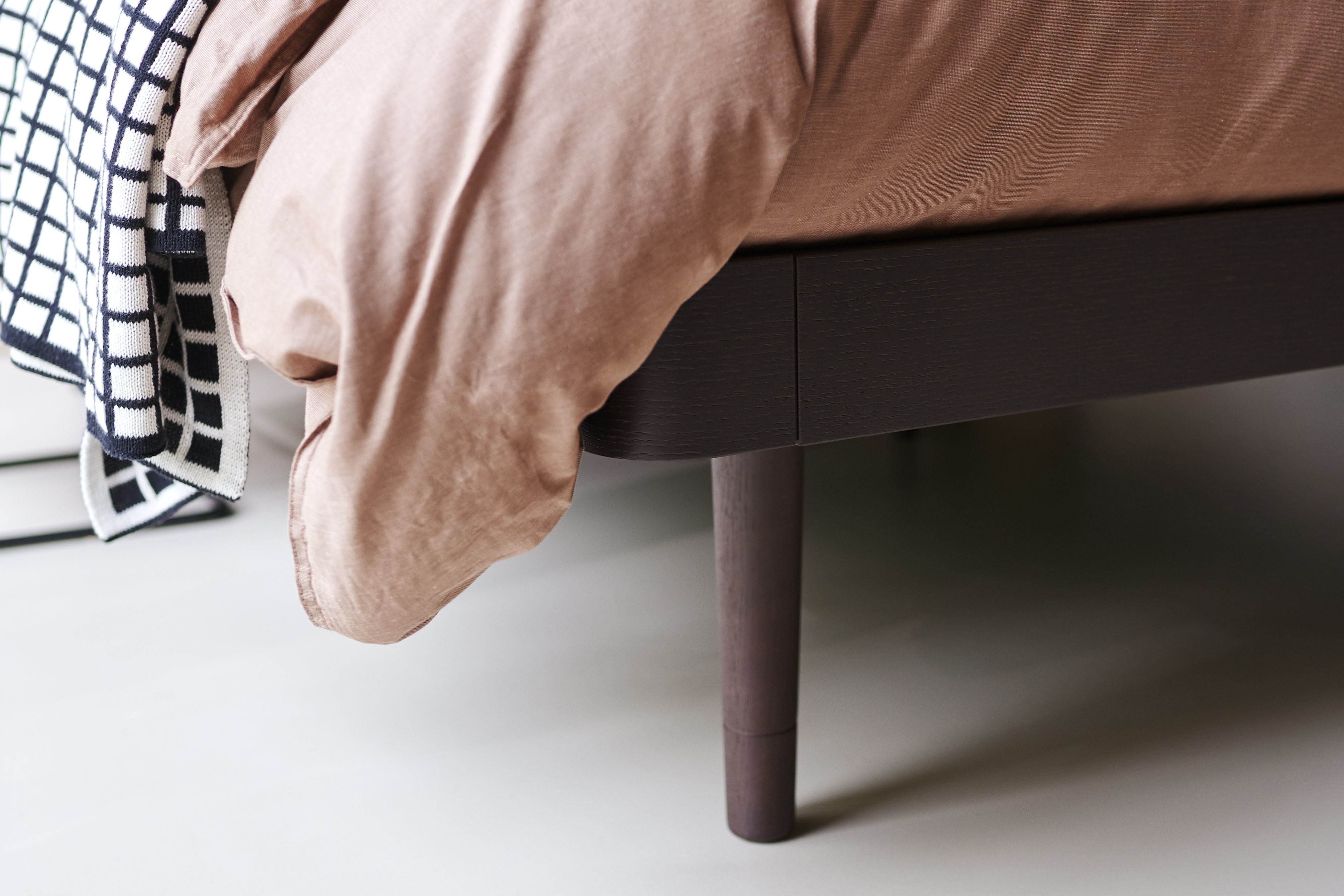 noa bed with brown bed leg