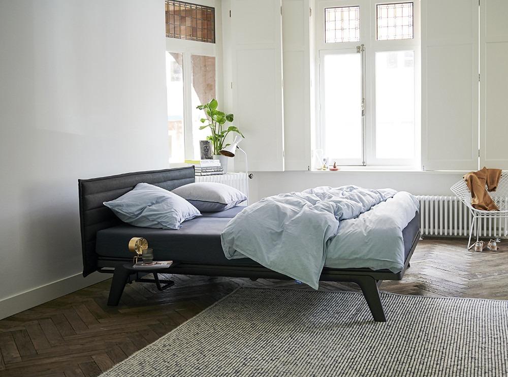 zwart Original bed van Auping